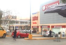 Magisterio de Oaxaca bloquea tiendas transnacionales.