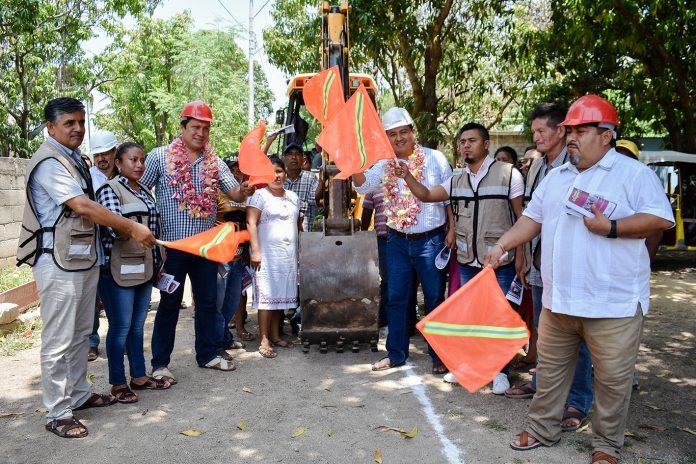 Ayuntamiento juchiteco inicia obra de agua potable en la colonia San Marcos pagina 3