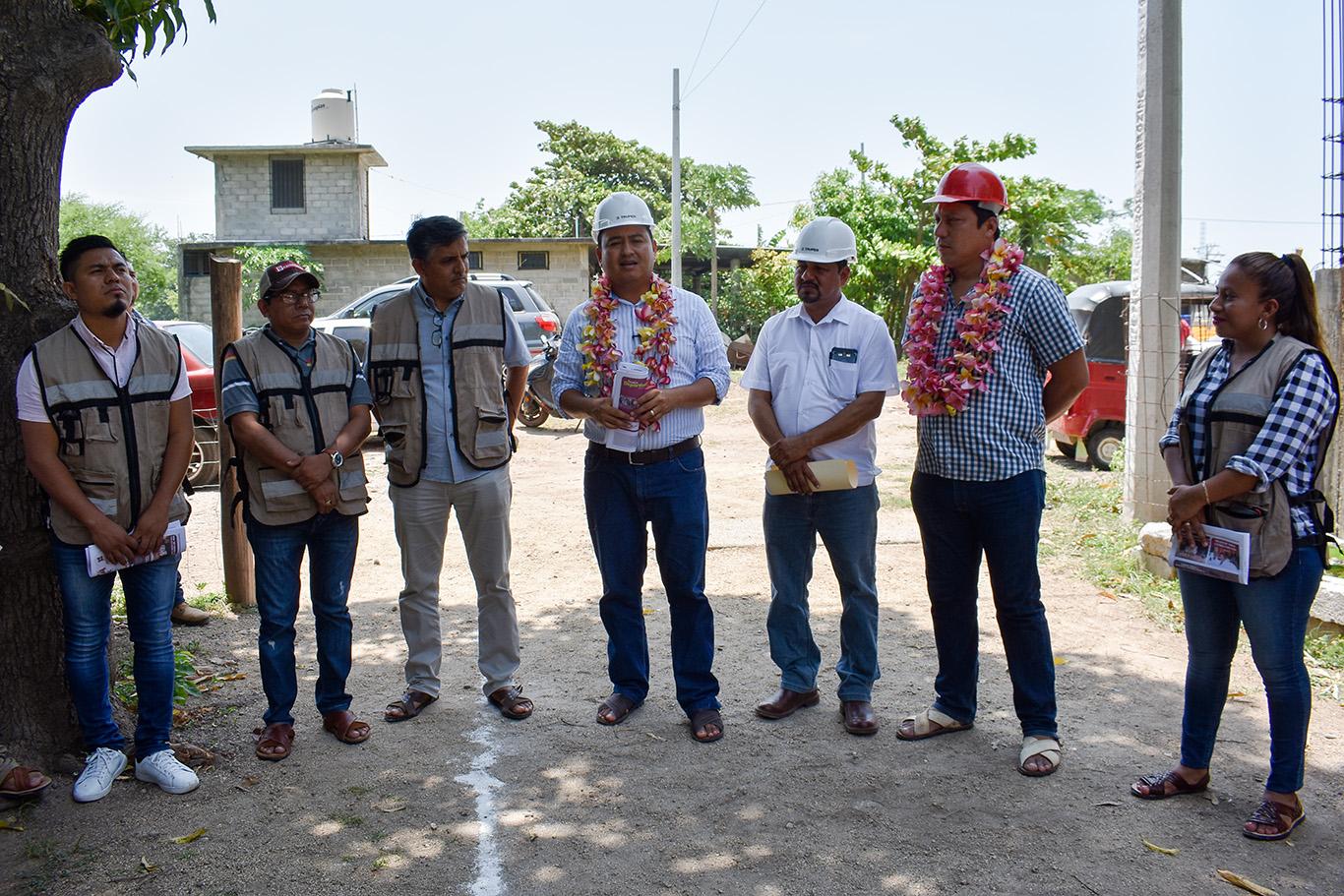 Ayuntamiento juchiteco inicia obra de agua potable en la colonia San Marcos