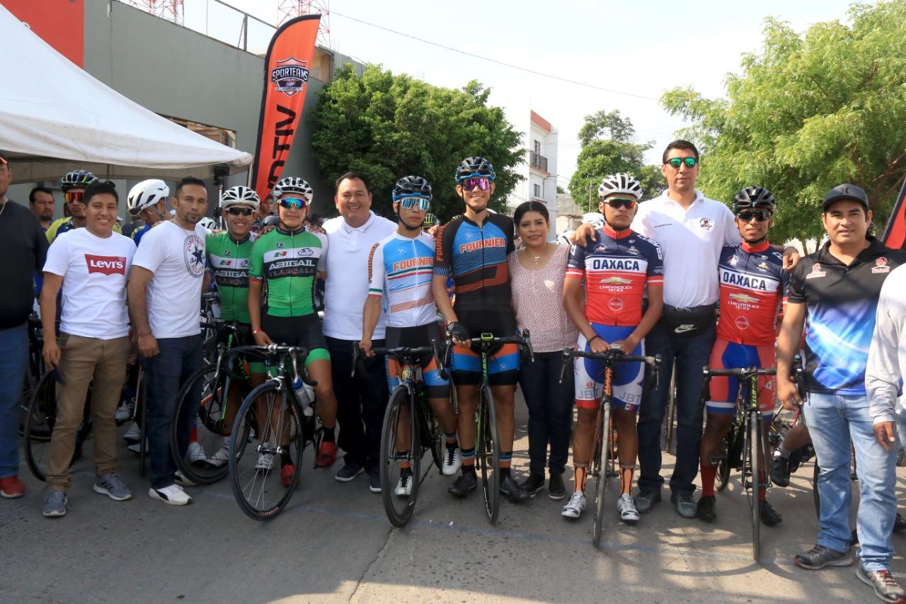foto en grupo clásica ciclista Lunes de Cerro 2019 pagina 3