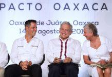 AMLO firma pacto por oaxaca