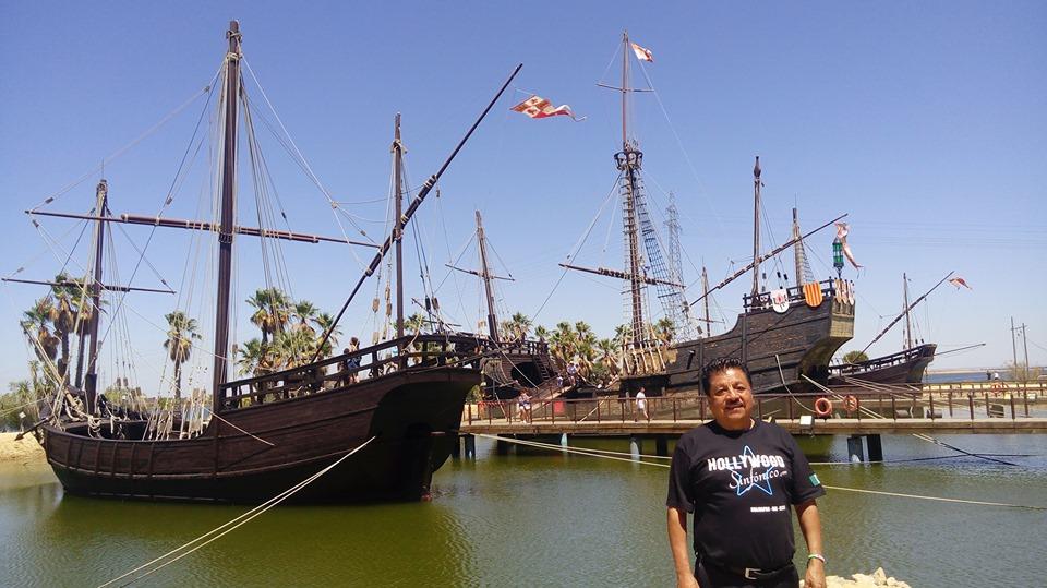 Florencio Gómez con barcos atrás en España