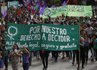 Se entrampa reforma para despenalizar el aborto en Oaxaca, Morena se divide
