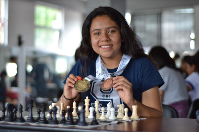 Sin límites: Ximena, del baloncesto a ajedrez pagina 3