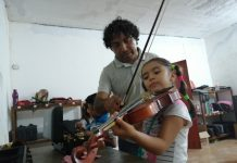 """""""Che"""" Gómez y su sueño musical juchiteco: aliviar males y nutrir personas con música pagina 3"""