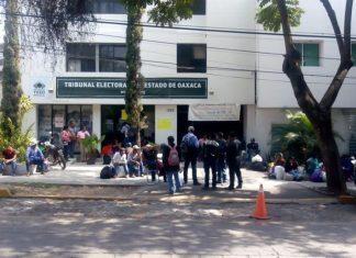 Mixistlán mantiene tomada la sede del TEEO; exigen recursos municipales pagina 3