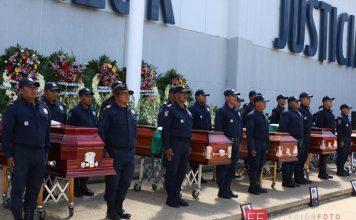 Con pase de lista, rinden homenaje a los 5 policías emboscados y asesinados pagina 3