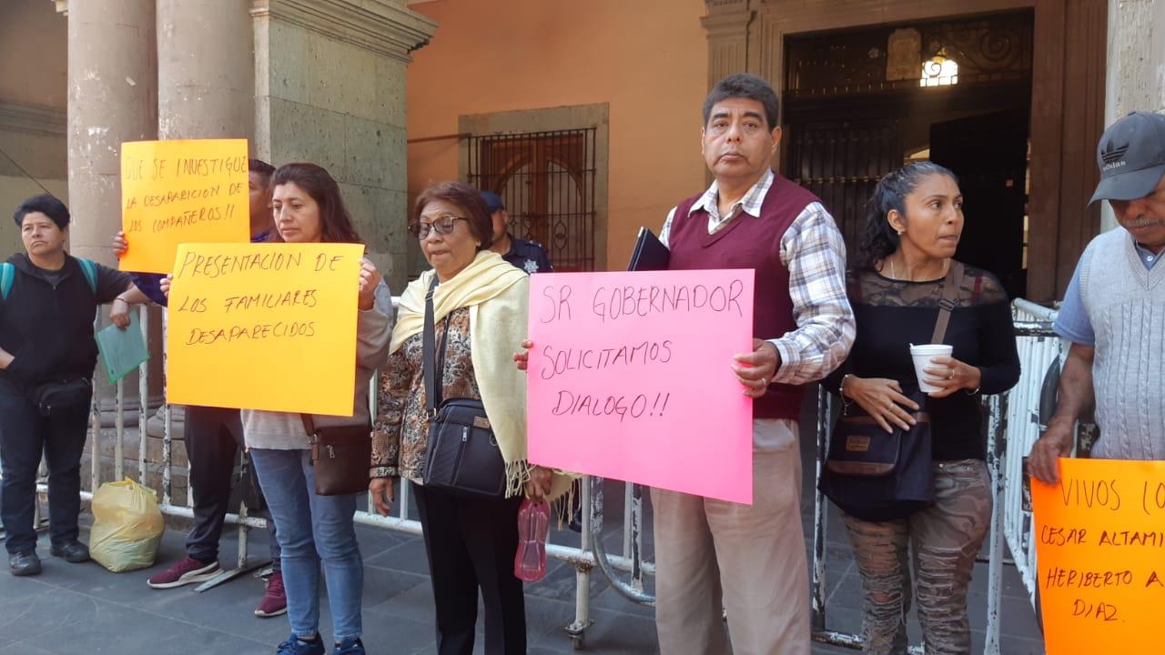 Exlcuidos del Tercer Informe de Murat, protestan por sus desaparecidos pagina 3