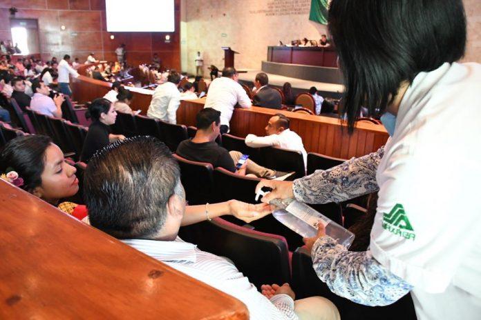 Entre gritos y reproches, Congreso de Oaxaca suspende sesiones por COVID-19